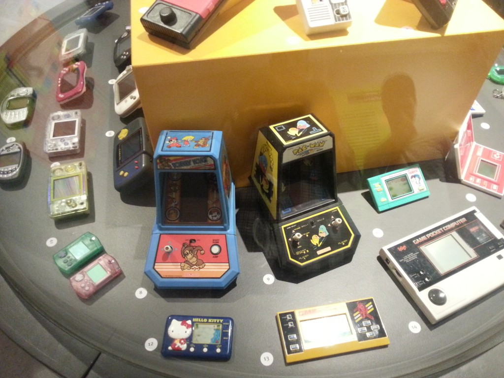 Awww... Look at the itty-bitty handhelds :3