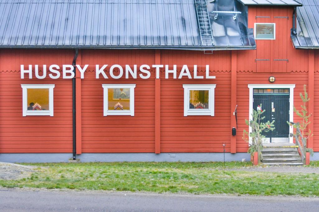 Konsthall = Arthall Bam! You now know Swedish.