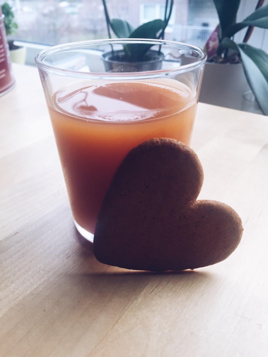 Yummy nyponsoppa and pepparkaka