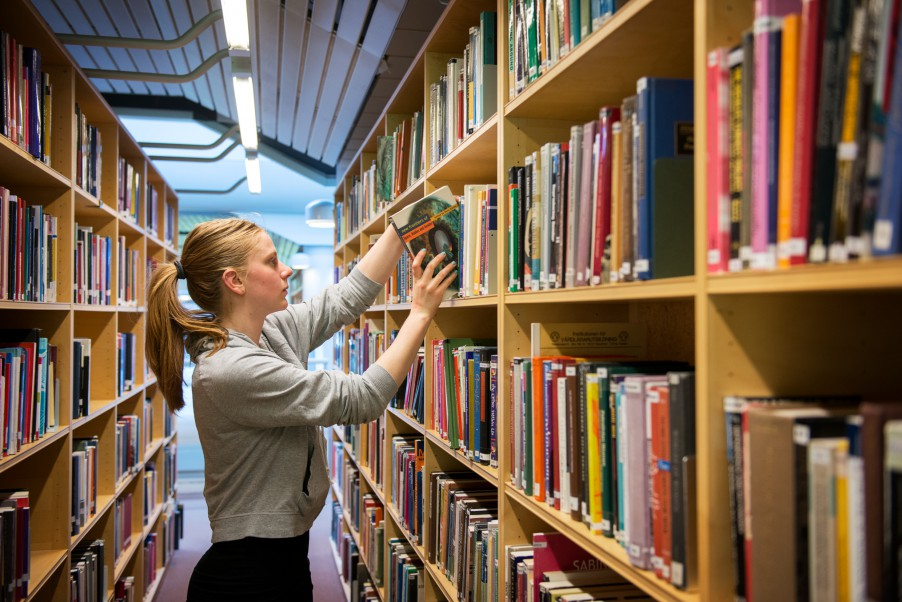 student in library by cecilia_larsson_lantz