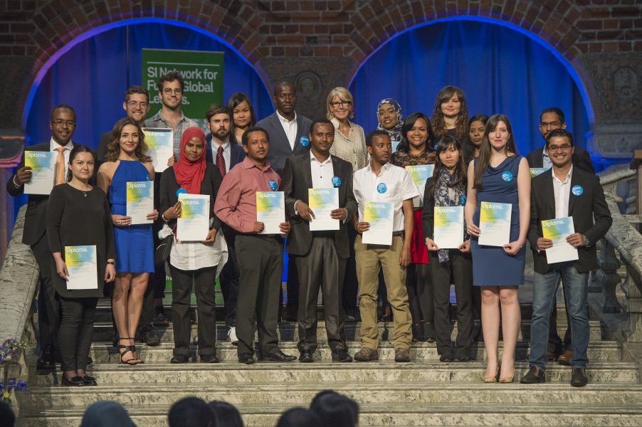 A fraction of scholarship holders with Annika Rembe, SI director