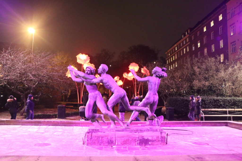 a photo of the Illuminated statue fountain in Saint Jorgens place, by Axel Wallenberg. /Sanjay