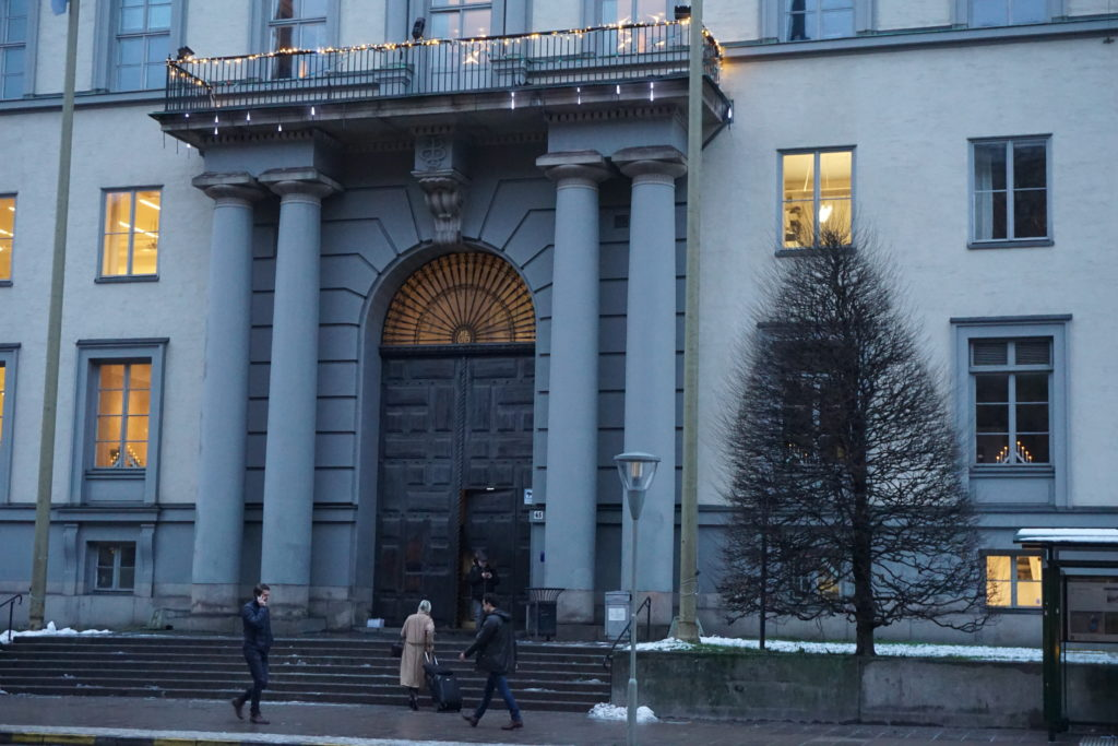 Stockholm School of Economics' Entrance, Source: Inez