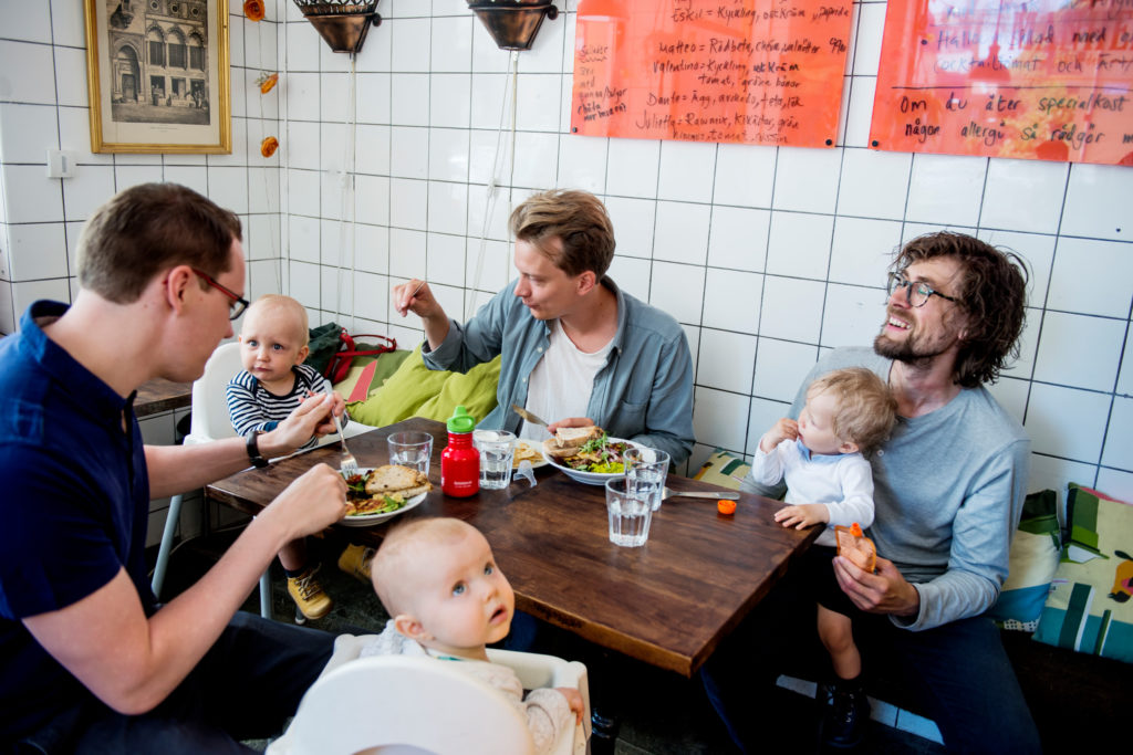 Dads and babies over fika