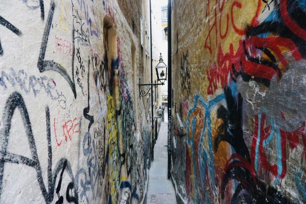 Marten Trotzigs gränd (narrowest street in Stockholm, 90cm)/ Credit: Katharina